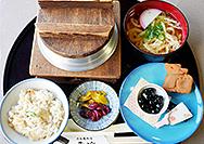 【ならや 東大寺店】炊きたての釜飯で昼食はいかがでしょうか