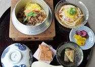 【ならや】甘辛い牛肉と生姜の風味が美味しい釜飯