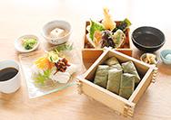 【ゐざさ】蒸し柿の葉寿司天ぷらセット